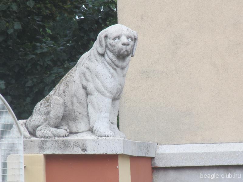 A szobor közelről